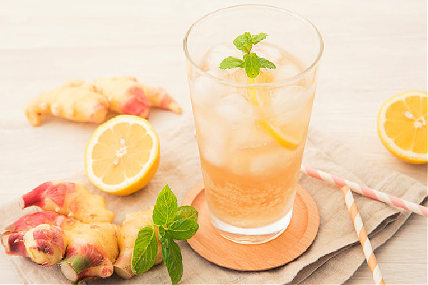 Ginger ale with oranges and mint