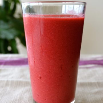 beet-berries-apple-smoothie