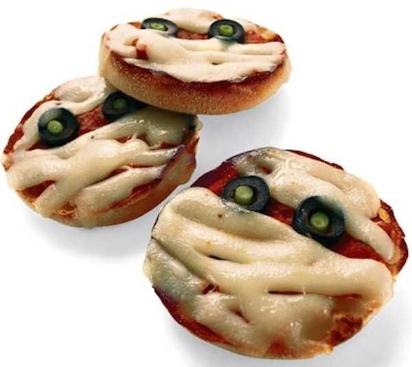 Healthy Halloween Pizza Mummies