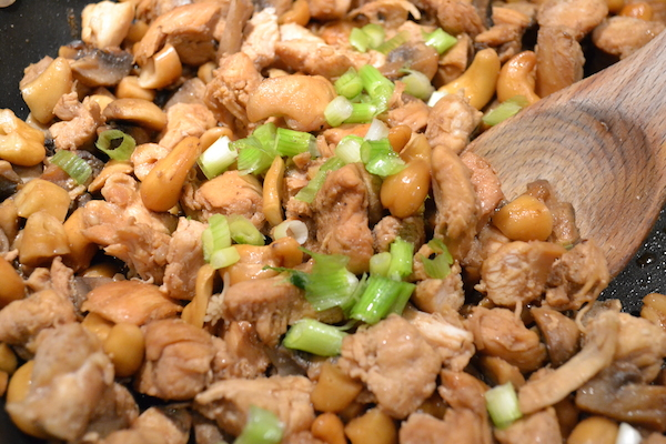 Are you in the mood for Chinese food? This Healthy Homemade Cashew Chicken is so tasty, healthy, and definitely a much better choice than Chinese take out. Serve it with brown rice, cauliflower rice or quinoa. My family really loves this recipe.
