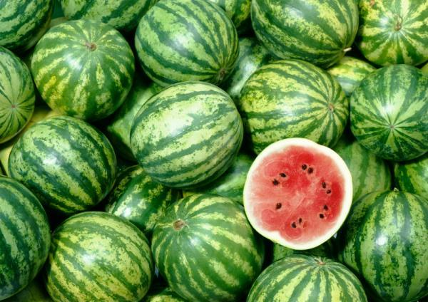 how to pick a watermelon by color