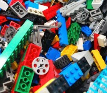 Say Goodbye To Sticky Dirty Legos With This Brilliant Cleaning Hack