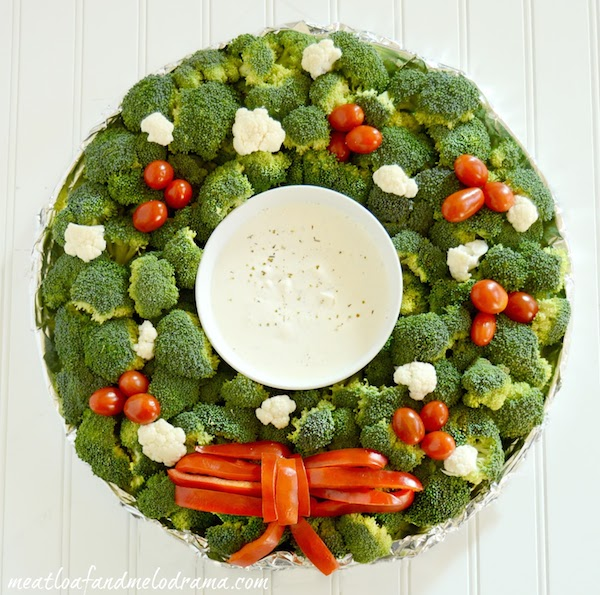 veggie christmas wreath platter with dip