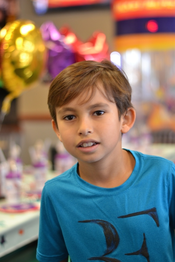 8 year old boy celebrating party at chuck e cheese's