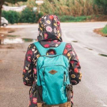 Studies show kids' backpacks are too heavy! How much should they weigh & how can we lighten their load? Read on to find out!
