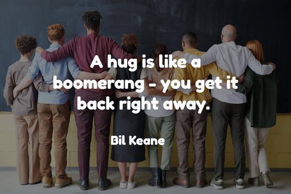 hug boomerang