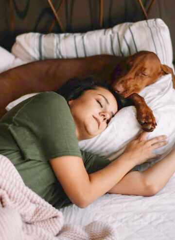 Did you know that sleeping with your dog can help you live a longer, healthier, and happier life, according to studies? Read on to learn more!
